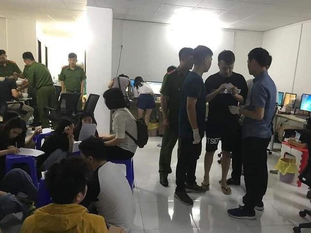 Trao trả gần 400 người vận hành trung tâm cờ bạc ở Hải Phòng cho Trung Quốc - Ảnh 3.
