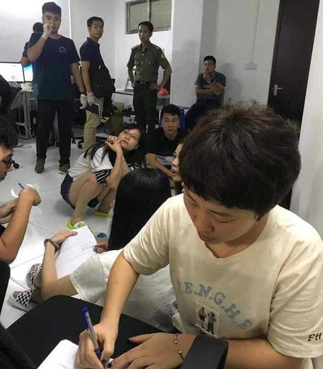 Trao trả gần 400 người vận hành trung tâm cờ bạc ở Hải Phòng cho Trung Quốc - Ảnh 4.