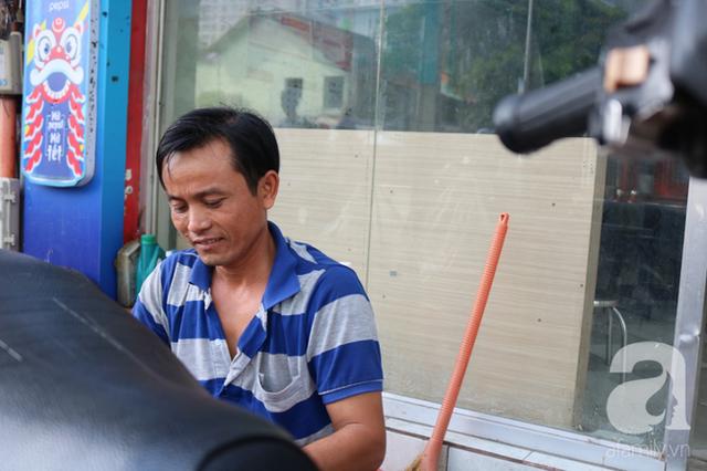 Anh chàng miền Tây hào sảng, ngủ vỉa hè Sài Gòn và tấm bảng vá xe không tiền cũng vá cho khách lỡ đường giữa đêm khuya - Ảnh 8.