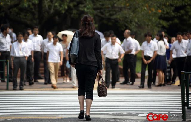 Nền kinh tế Nhật Bản ném ra ngoài cửa sổ 750 tỷ USD mỗi năm vì chưa thể làm phụ nữ tỏa sáng - Ảnh 3.