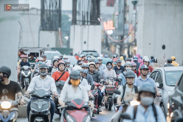 Ảnh: Đại công trường giữa đường Trường Chinh khiến người dân Thủ đô khốn khổ nhiều năm qua - Ảnh 15.