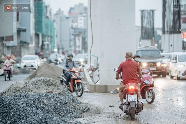 Ảnh: Đại công trường giữa đường Trường Chinh khiến người dân Thủ đô khốn khổ nhiều năm qua - Ảnh 12.