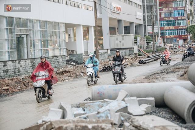 Ảnh: Đại công trường giữa đường Trường Chinh khiến người dân Thủ đô khốn khổ nhiều năm qua - Ảnh 13.