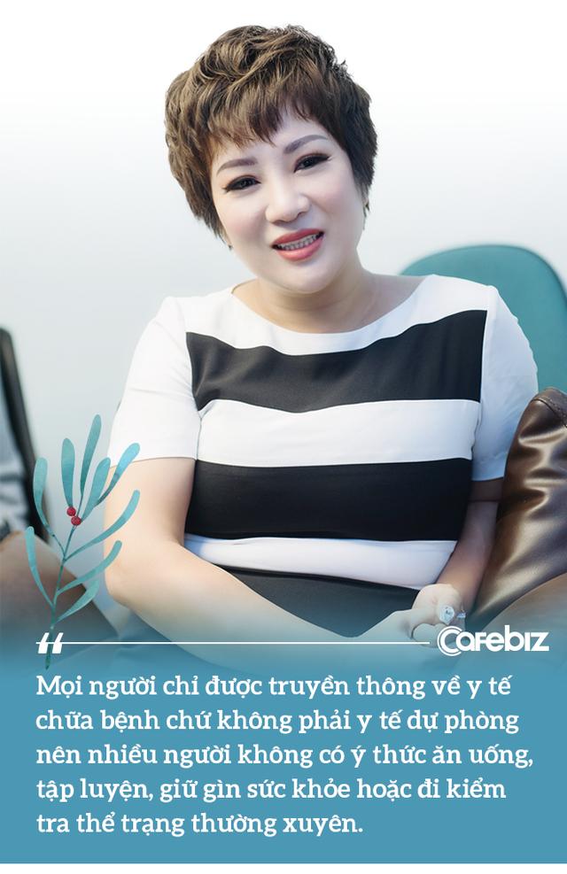 Từng bị ung thư, nữ ca sĩ phòng trà hot nhất Hà Nội buồn bã: Người Việt mình cứ ốm đau là tự mua thuốc về chữa, tự làm bác sĩ, kiến thức sức khỏe rất hạn chế - Ảnh 2.