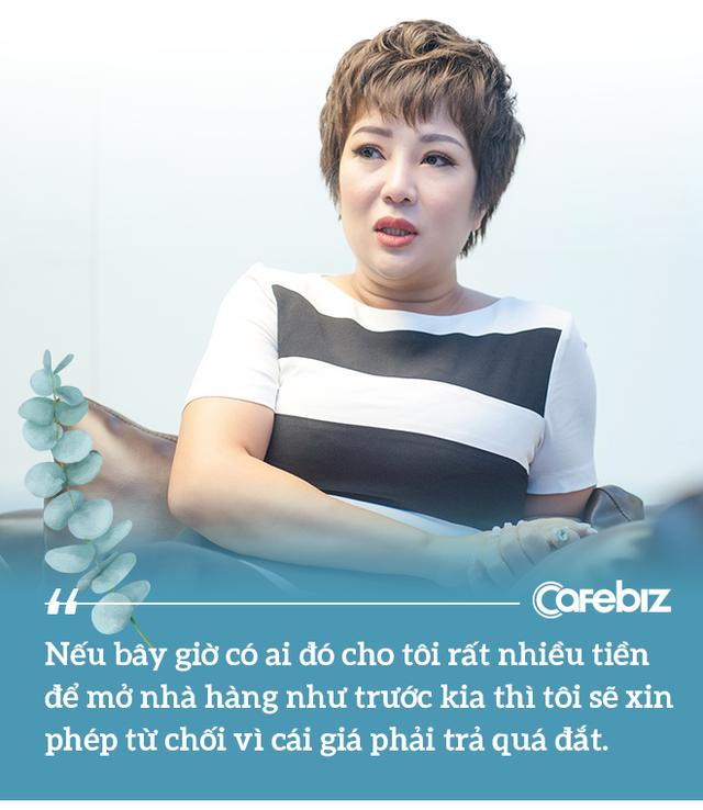 Từng bị ung thư, nữ ca sĩ phòng trà hot nhất Hà Nội buồn bã: Người Việt mình cứ ốm đau là tự mua thuốc về chữa, tự làm bác sĩ, kiến thức sức khỏe rất hạn chế - Ảnh 4.