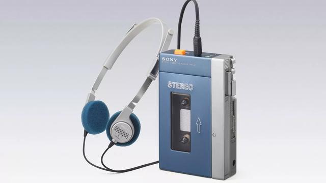 Liệu thế hệ 8X còn nhớ Walkman- chiếc máy làm cả thế giới thay đổi cách nghe nhạc của Sony? - Ảnh 1.