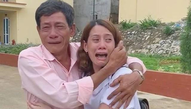 Người mẹ già xúc động khi tìm thấy con gái lưu lạc nhiều năm: 22 năm qua tôi tưởng nó không còn, tôi cắt khẩu và ở một mình - Ảnh 1.