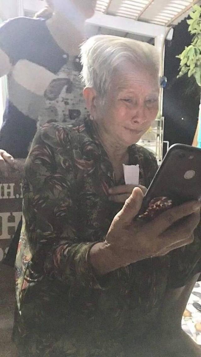 Người mẹ già xúc động khi tìm thấy con gái lưu lạc nhiều năm: 22 năm qua tôi tưởng nó không còn, tôi cắt khẩu và ở một mình - Ảnh 2.