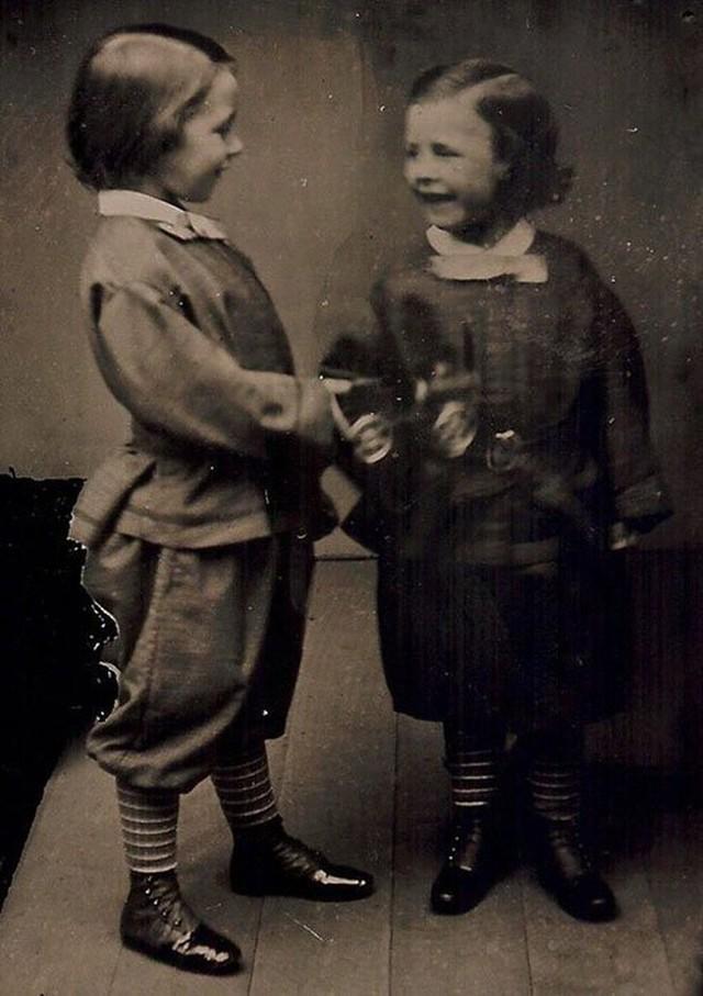 Những bức ảnh hiếm cách đây 170 năm hé lộ lí do khó đỡ vì sao người xưa không mỉm cười khi chụp hình - Ảnh 10.