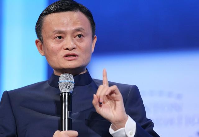"""Jack Ma: """"Bạn phải quen với thất bại, tôi từng được 1 điểm Toán thi vào đại học và là người duy nhất trong 24 ứng viên bị KFC từ chối vì không ưa nhìn và thấp bé"""""""