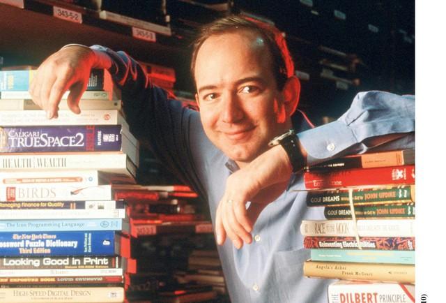 [Bài 7/7] Từ một công ty xác chết đến gã khổng lồ thương mại điện tử 950 tỷ USD vừa tròn 25 tuổi: 3 bí mật dẫn đến thành công của tỷ phú sáng lập Amazon - Ảnh 1.