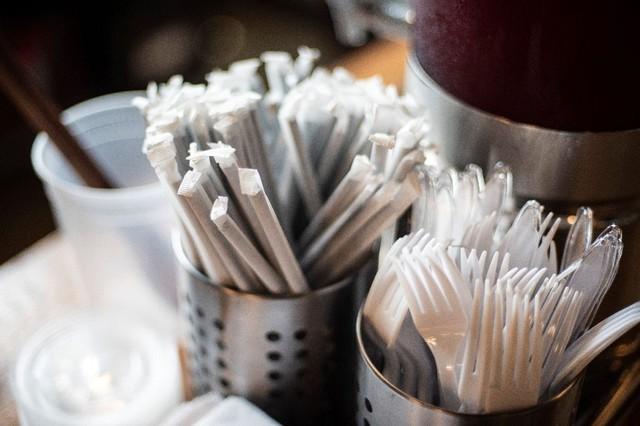 Cấm ống hút nhựa - Washington quay lưng với chính phát minh của thành phố - Ảnh 1.