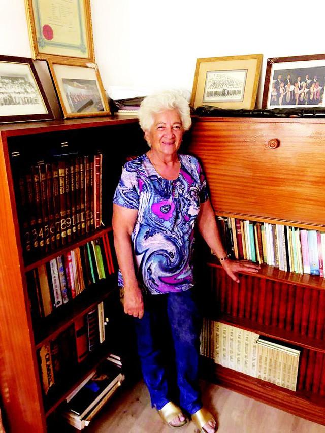 Bà cụ 82 tuổi mừng rơi nước mắt khi đỗ đại học: Nhà nghèo, lúc 10 tuổi bị bố bắt bỏ học đi chăn dê! - Ảnh 2.
