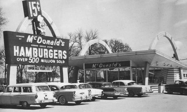 Khởi nghiệp kiểu McDonald : Loay hoay 8 năm định hình triết lý, cải tiến liên tục cho đến khi tìm thấy tướng tài từ nhân viên pha sữa lắc - Ảnh 1.