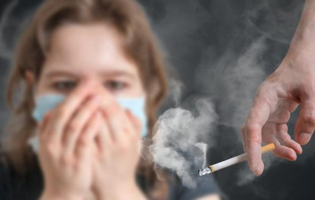 Không hút thuốc mà mắc phải 5 thói quen này thì nguy cơ mắc ung thư phổi của bạn vẫn rất cao - Ảnh 1.