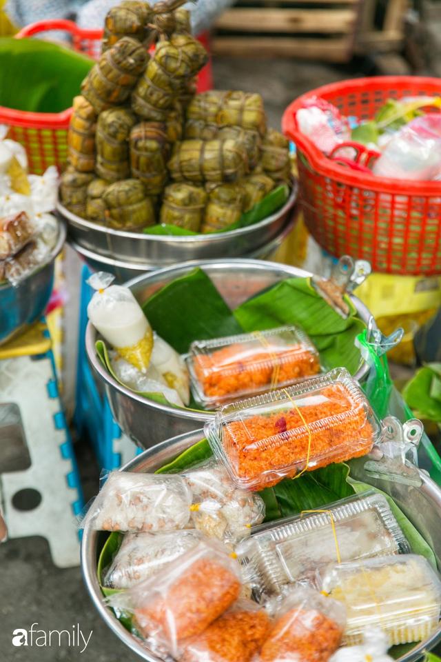 Hàng xôi sầu riêng siêu đắt bất ngờ được cả Sài Gòn biết tới, cứ 3 tiếng là bán sạch gần chục kg xôi, mấy chục kg sầu riêng, nhìn hấp dẫn đến nỗi ai cũng muốn chụp hình - Ảnh 18.