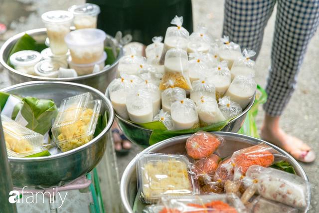 Hàng xôi sầu riêng siêu đắt bất ngờ được cả Sài Gòn biết tới, cứ 3 tiếng là bán sạch gần chục kg xôi, mấy chục kg sầu riêng, nhìn hấp dẫn đến nỗi ai cũng muốn chụp hình - Ảnh 20.