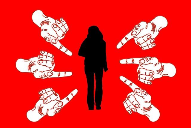 6 bước giúp chị em công sở ứng phó khi bị đồng nghiệp rắp tâm chơi xấu - Ảnh 3.