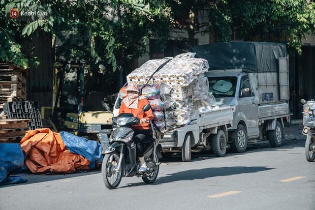 Thủ phủ vàng mã lớn nhất cả nước tấp nập tháng cô hồn: túi Chanel, xe phân khối lớn, xe đạp điện xuất xưởng - Ảnh 4.