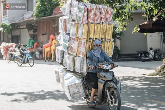 Thủ phủ vàng mã lớn nhất cả nước tấp nập tháng cô hồn: túi Chanel, xe phân khối lớn, xe đạp điện xuất xưởng - Ảnh 5.