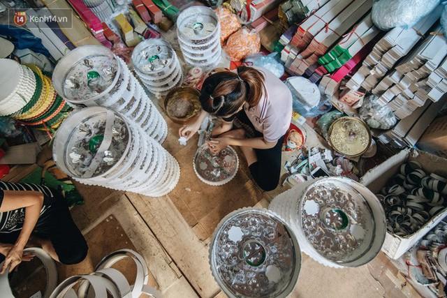Thủ phủ vàng mã lớn nhất cả nước tấp nập tháng cô hồn: túi Chanel, xe phân khối lớn, xe đạp điện xuất xưởng - Ảnh 10.