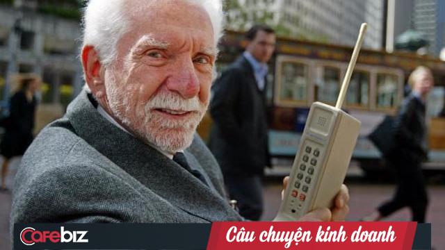 Bại binh Motorola, kẻ tiên phong thực hiện cuộc gọi đầu tiên nay chật vật sinh tồn: Thấu hiểu khách hàng chưa đủ, trễ đồng nghĩa với không bao giờ! - Ảnh 1.