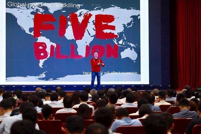 Cha đẻ Angry Birds: Đầu tư vào giáo dục sẽ giúp đi xa hơn, nhanh hơn trong thời đại 4.0 - Ảnh 1.