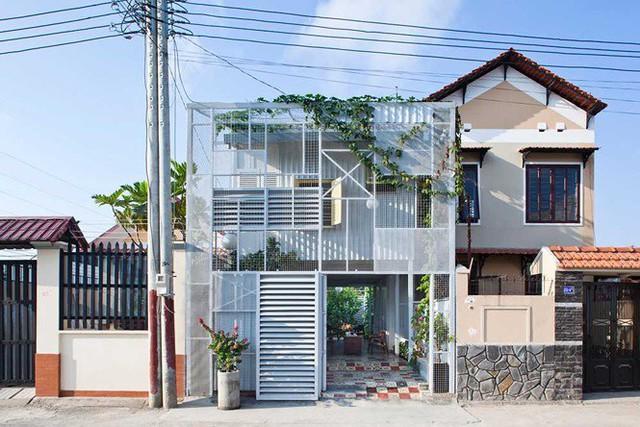 Ngôi nhà tận dụng vật liệu 'bỏ đi' vẫn đẹp lung linh - Ảnh 1.