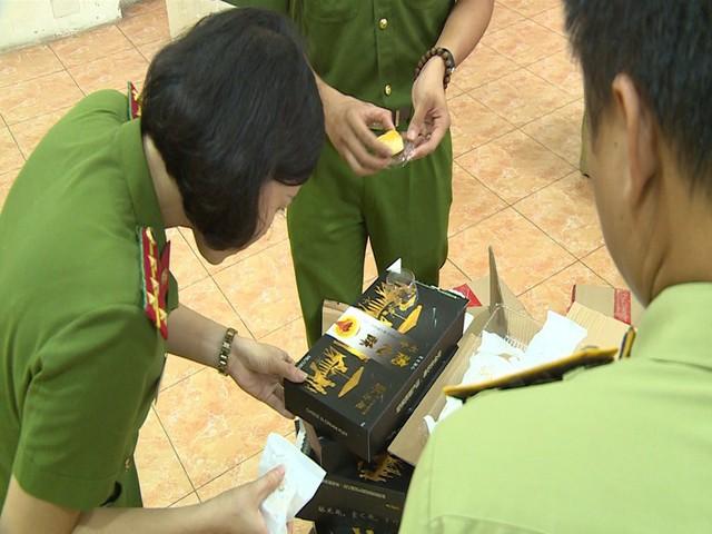 Hà Nội: Thu giữ hàng nghìn chiếc bánh Trung thu do nước ngoài sản xuất không rõ nguồn gốc - Ảnh 11.