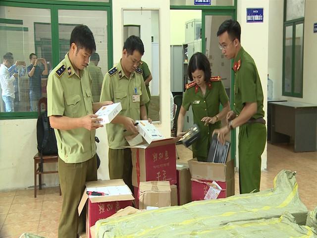 Hà Nội: Thu giữ hàng nghìn chiếc bánh Trung thu do nước ngoài sản xuất không rõ nguồn gốc - Ảnh 13.