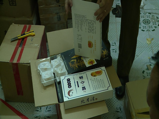 Hà Nội: Thu giữ hàng nghìn chiếc bánh Trung thu do nước ngoài sản xuất không rõ nguồn gốc - Ảnh 8.