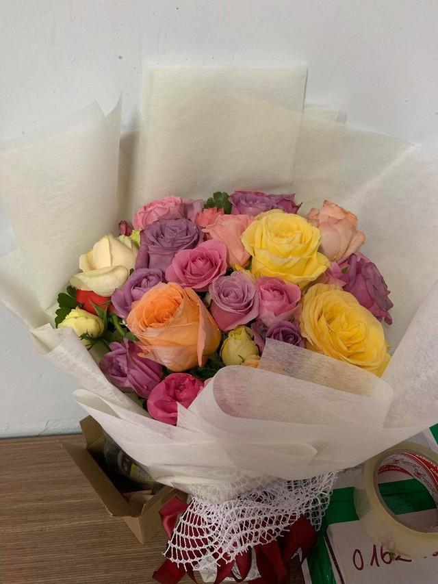 Soái ca khởi nghiệp Shark Khoa nói gì khi shop hoa bị phản ánh bán hoa héo cho khách? - Ảnh 2.