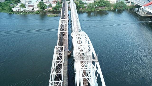 Ngắm từ trên cao cầu đường sắt 117 năm tuổi ở Sài Gòn sắp tháo dỡ - Ảnh 1.