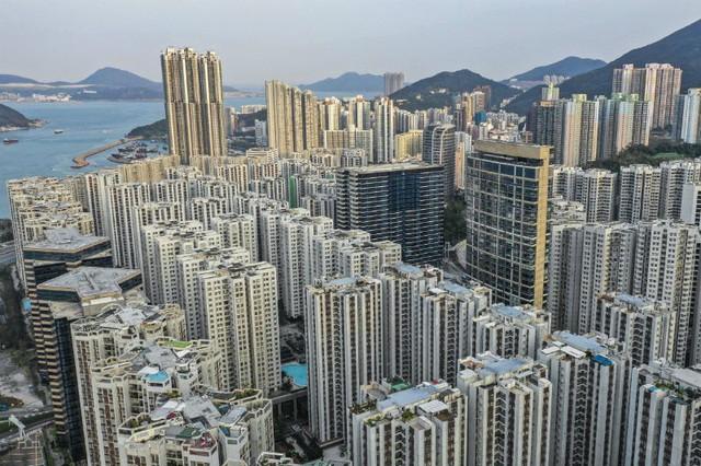 Cơn địa chấn Hong Kong, người dân hoảng loạn gom tiền mặt - Ảnh 2.
