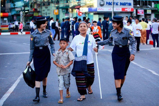 """Được hỏi """"tình yêu là gì"""", nhiếp ảnh gia người Việt và đồng nghiệp liền đáp lại bằng loạt ảnh ấn tượng - Ảnh 18."""