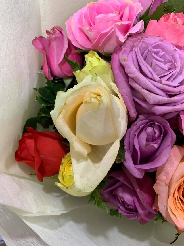 Soái ca khởi nghiệp Shark Khoa nói gì khi shop hoa bị phản ánh bán hoa héo cho khách? - Ảnh 3.