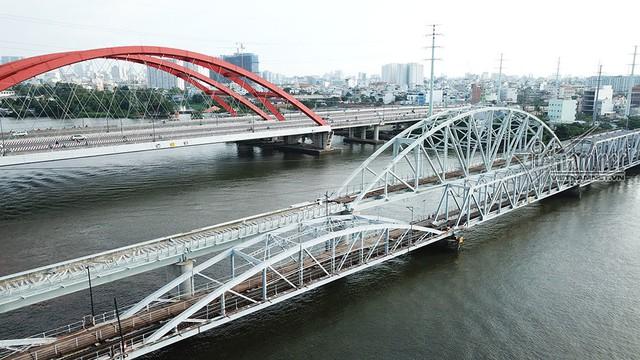 Ngắm từ trên cao cầu đường sắt 117 năm tuổi ở Sài Gòn sắp tháo dỡ - Ảnh 4.