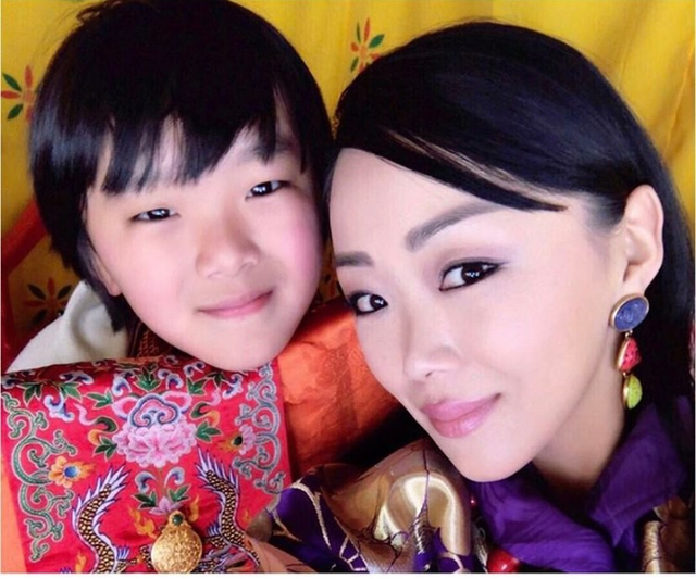 Danh tính Công chúa Bhutan đang khiến cộng đồng mạng phát sốt với khí chất ngút ngàn: Xinh đẹp bậc nhất, học vấn đỉnh cao cùng người chồng hoàn hảo - Ảnh 7.