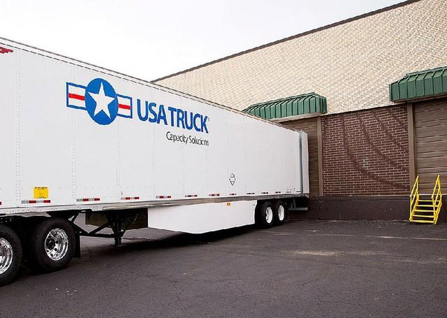 Ngược lại với bán lẻ, ngành công nghiệp vận tải ở Mỹ đang 'tắm trong bể máu': doanh thu 'bay hơi' hàng triệu đô, hàng nghìn tài xế mất việc - Ảnh 1.