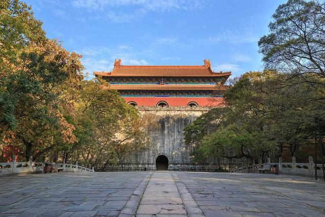 Lăng mộ hoàng đế Trung Quốc 300 năm không kẻ trộm mộ nào dám cướp phá, lý do tại sao? - Ảnh 1.