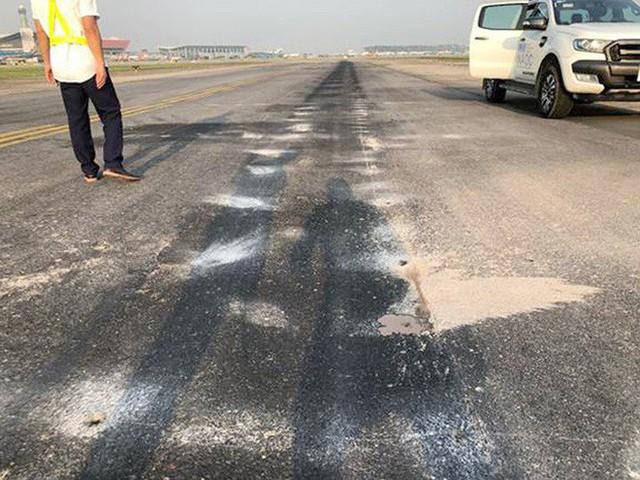Đường băng sân bay Nội Bài toang hoác, trồi bùn: Có tiền không được sửa? - Ảnh 5.
