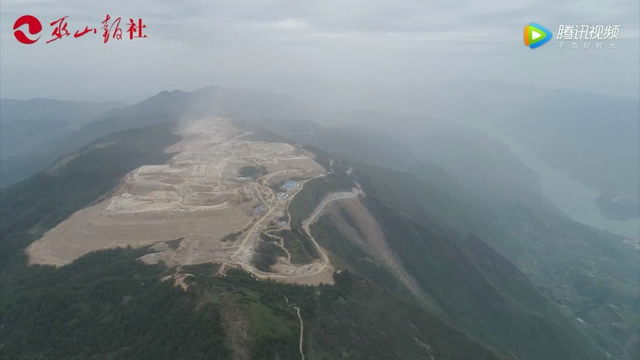 Bên trong sân bay nằm trên biển mây vừa mở cửa tại Trung Quốc - Ảnh 1.