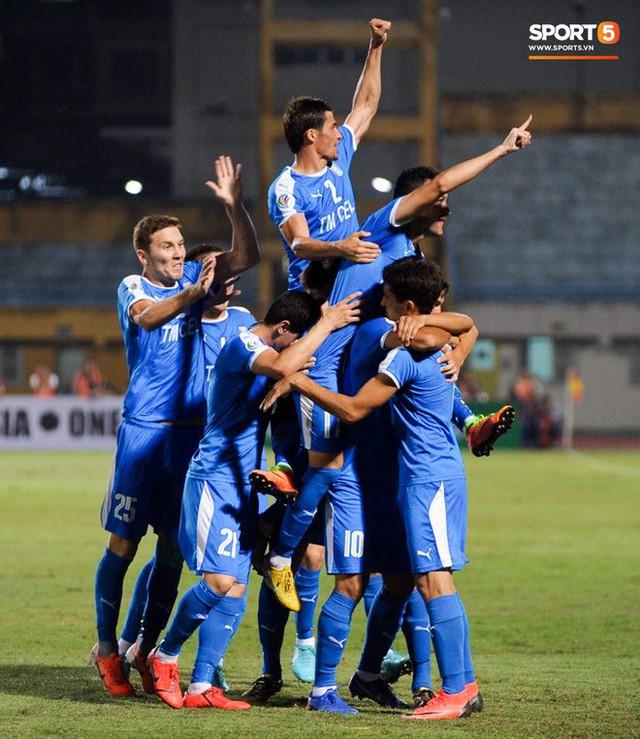 """quang hải - photo 19 15663517902471638227750 - Quang Hải """"lên thần"""", ghi liên tiếp hai bàn đẹp mắt ở Cúp châu Á cho Hà Nội FC"""