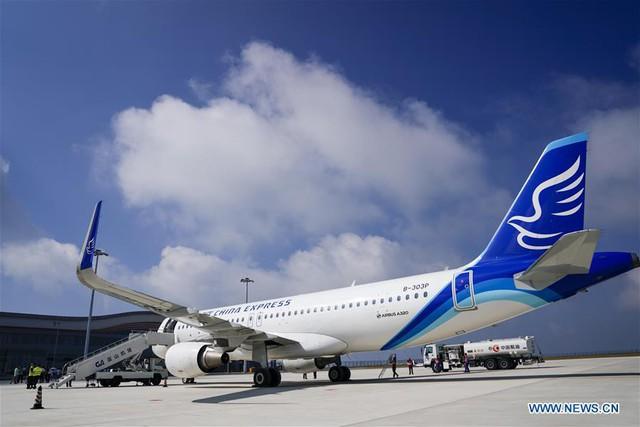 Bên trong sân bay nằm trên biển mây vừa mở cửa tại Trung Quốc - Ảnh 2.