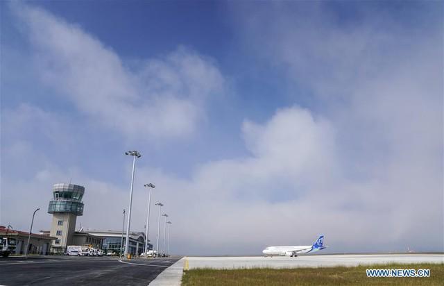Bên trong sân bay nằm trên biển mây vừa mở cửa tại Trung Quốc - Ảnh 3.