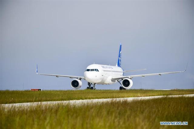 Bên trong sân bay nằm trên biển mây vừa mở cửa tại Trung Quốc - Ảnh 6.