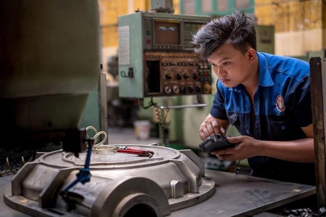 WSJ: Chiến tranh thương mại leo thang mở cơ hội cho Việt Nam trở thành công xưởng thế giới, nhưng vẫn cần thêm thời gian - Ảnh 1.