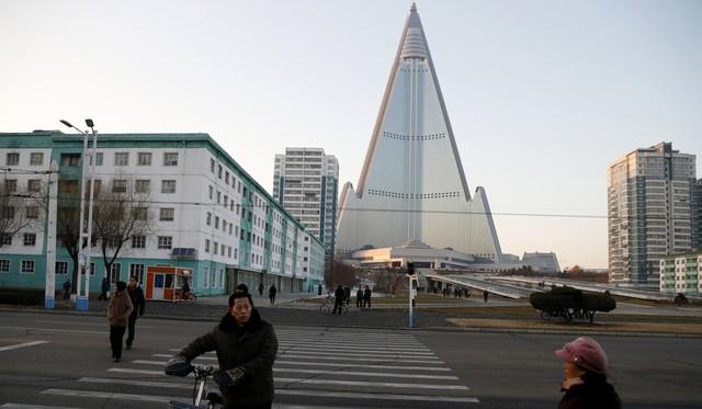 Lạ lùng khách sạn cao nhất Triều Tiên 30 năm hoang lạnh không người - Ảnh 3.