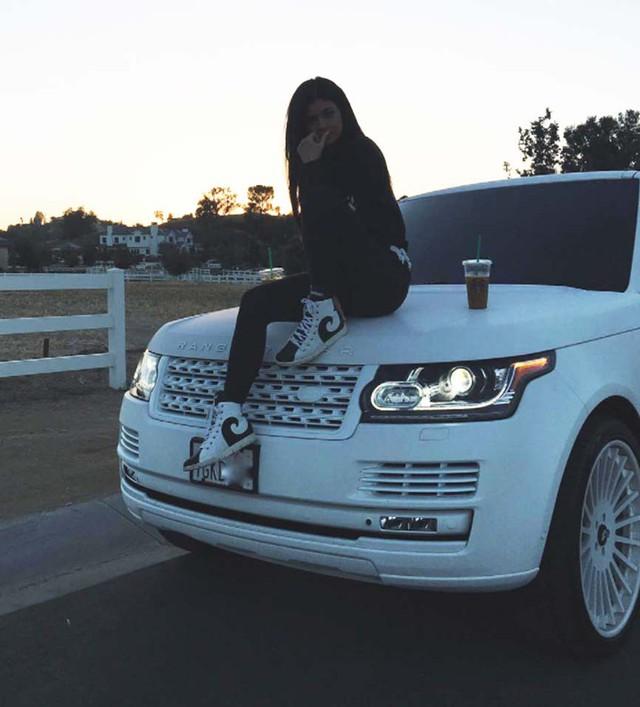 2 nữ tỷ phú trẻ tuổi nhất TG trước khi bị Kylie Jenner soán ngôi: Tiền thiết yếu nhưng không cần quá nhiều, tiết kiệm mọi lúc, mua ô tô đẹp nhưng phải là xe cũ! - Ảnh 2.