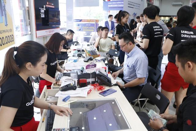 FPT Shop mở bán Galaxy Note10 và Note10+, kỷ lục hơn 9.700 đơn đặt mua trước - Ảnh 2.